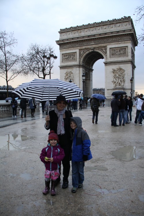 Family at the Arc de Triomphe