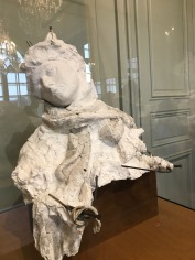 """She has a SCARF like MOM, dad!"" At the Musée Rodin."